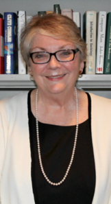 Alumnae Mary O'Neill Marsh receives the Service to Penn State Award